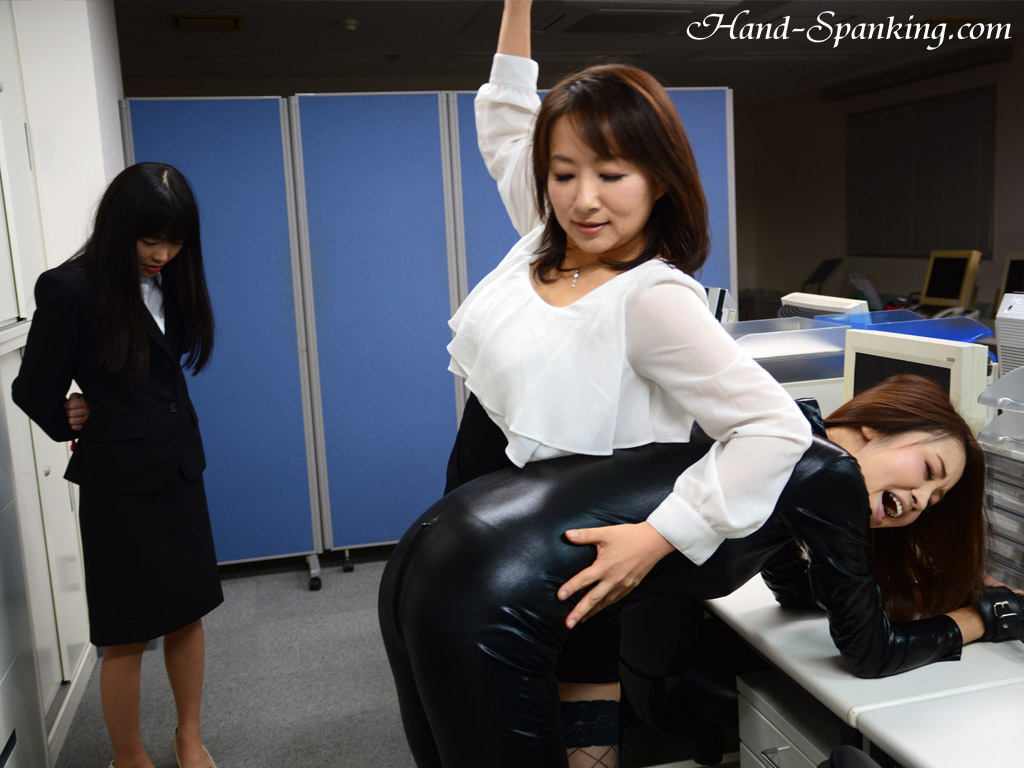 Painful spanking nipporn japanese